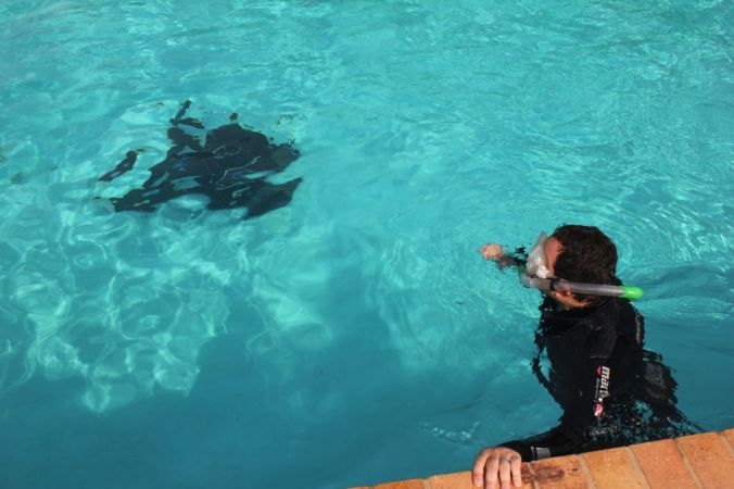 Nick directing the shot at the top of the pool... the blob underneath... 4m down... is me.