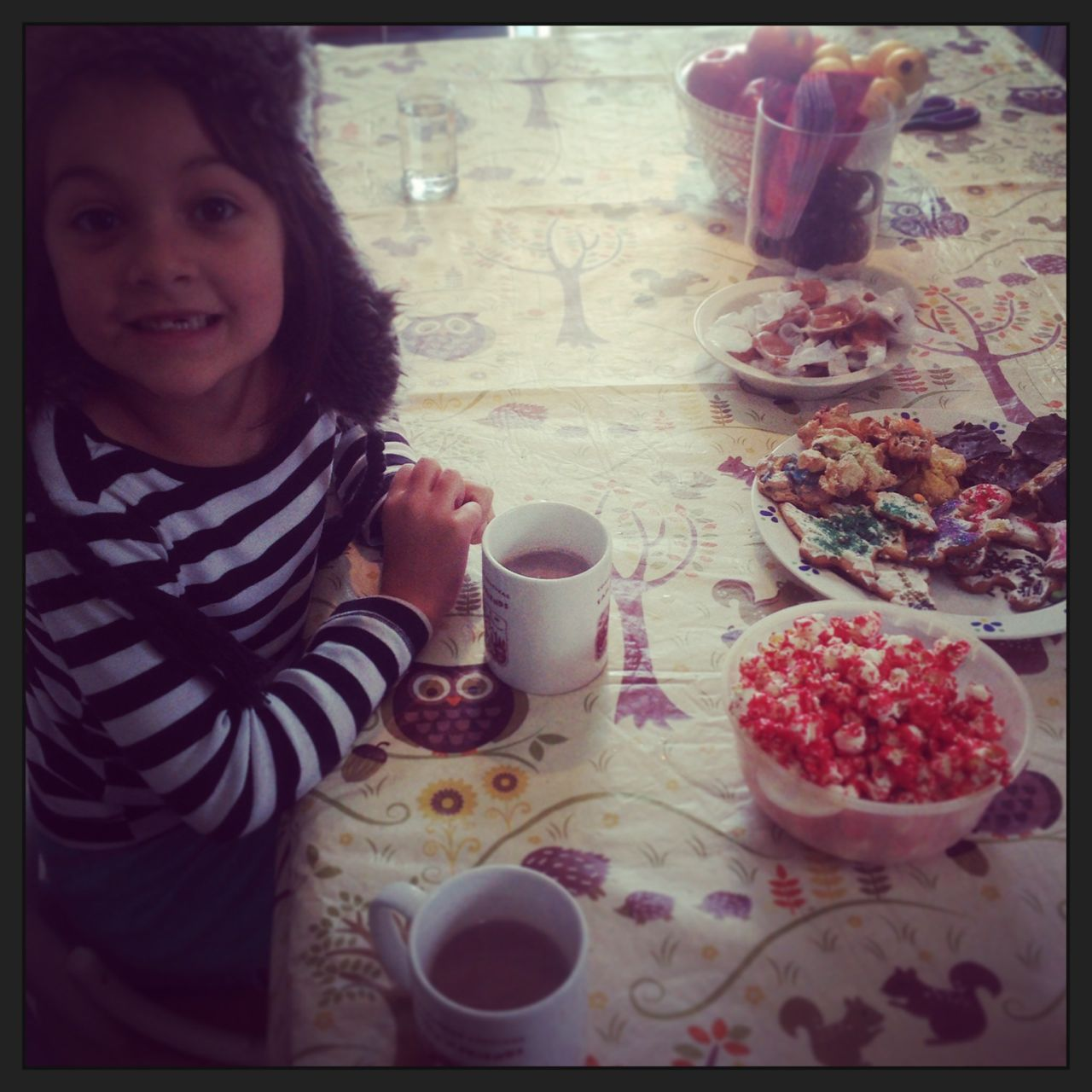 Hot chocolate, freshly-baked yummies and happy kidlets..